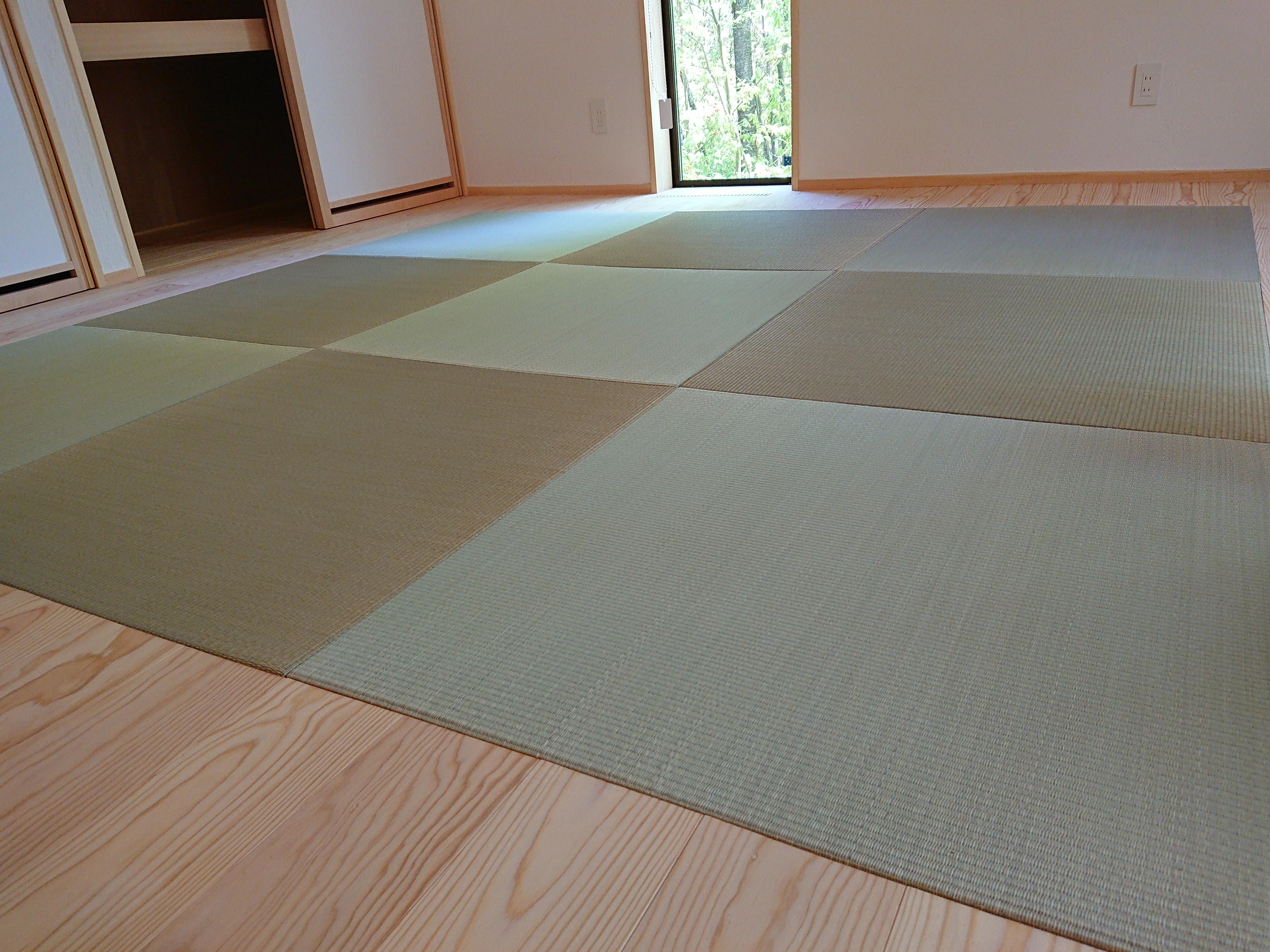 新築、薄畳い草縁ナシ畳です。
