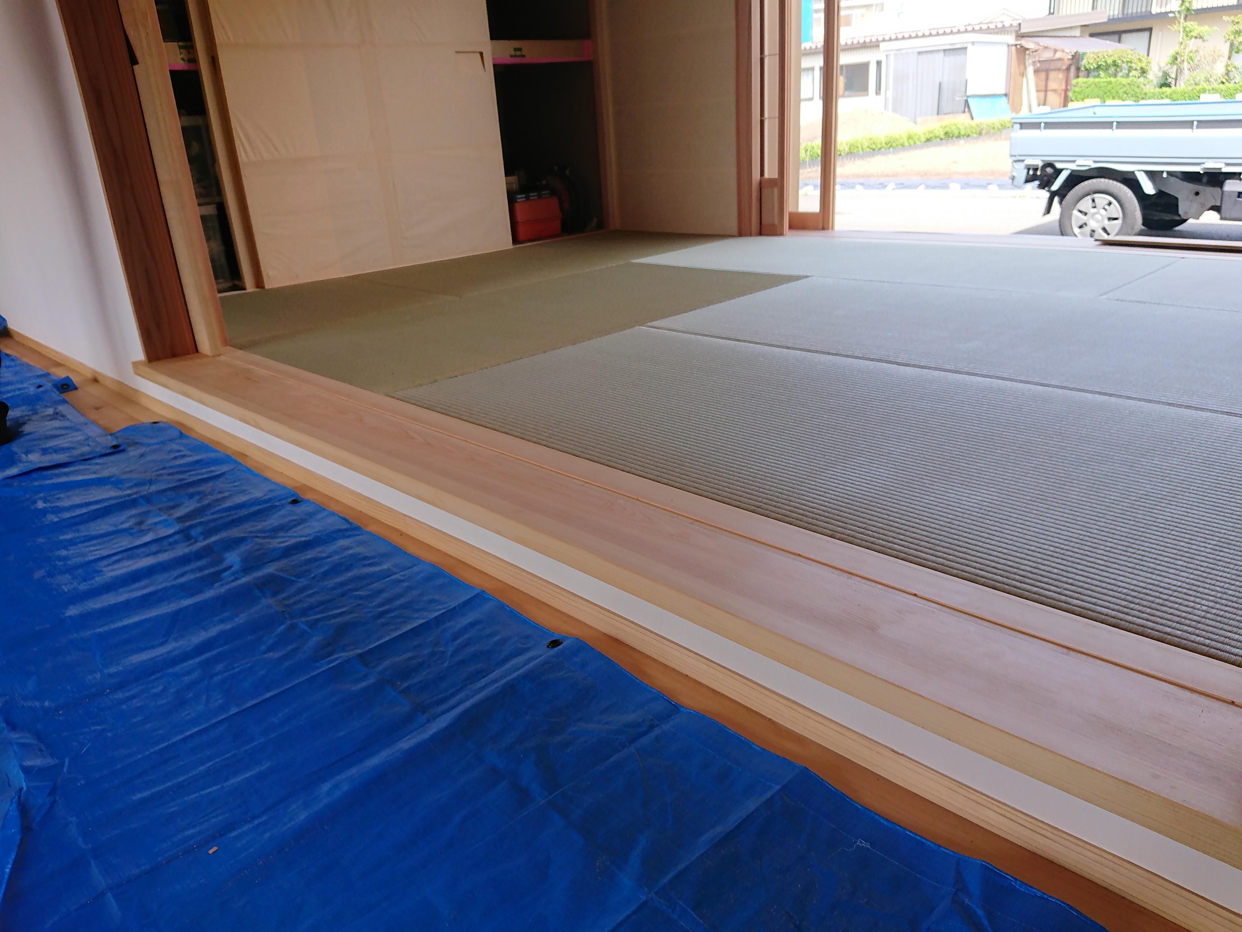 新築、い草引目縁ナシ畳です。小上がりになっています。