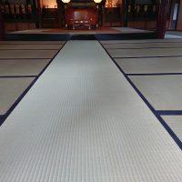 お寺の本堂改修工事です、新規畳納入致しました。