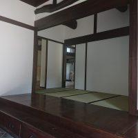 古民家改修、玄関上がり畳敷きです。
