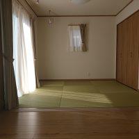 新築です。リビング横居間です、和紙の縁ナシです。