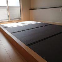 新築です。二階小上がり畳、表は美草ブルーV使用。