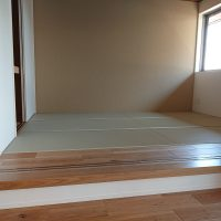 小上がり畳コーナーで、新築です。美草表使用です、スッキリしたお部屋になりました。