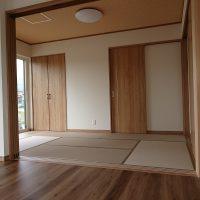 新築です。薄畳、畳表和紙灰桜です。