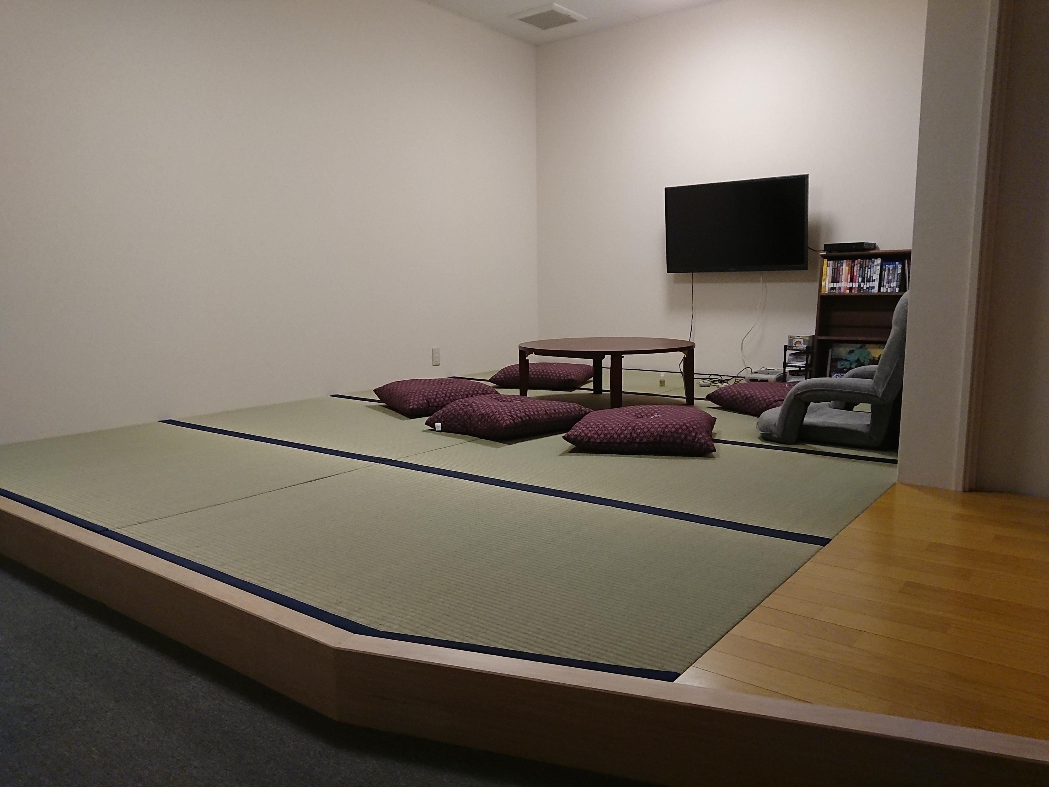 アップルペイント、職人魂施設休憩室畳工事。